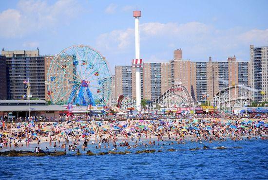 The Daytona Beach Boardwalk Offers Carnival Rides Arcades Shops Restaurants And A Wi Daytona Beach Attractions Daytona Beach Boardwalk Daytona Beach Florida