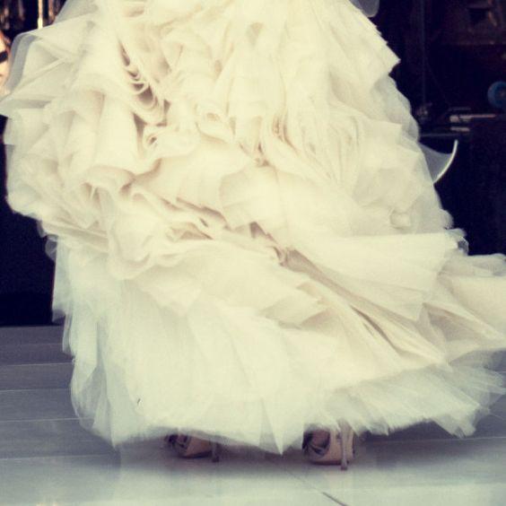 * vera: Fancy Dresses, Wedding Dressses, Vintage Wedding, Dresses 2Dayslook, Wedding Gown, Ruffle Wedding Dresses, Ruffled Dresses