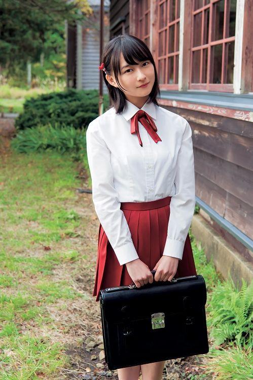 赤いスカートの鈴木絢音