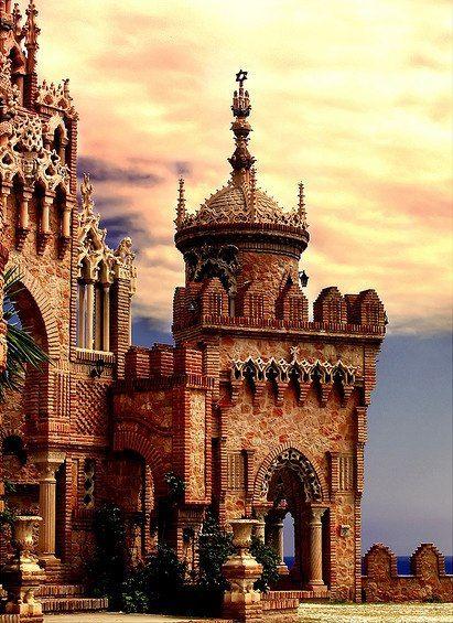 Málaga, con su Castillo de Colomares Castle en Benalmádena.