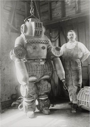 deep sea diving suit - I would hate to be I that now...shama