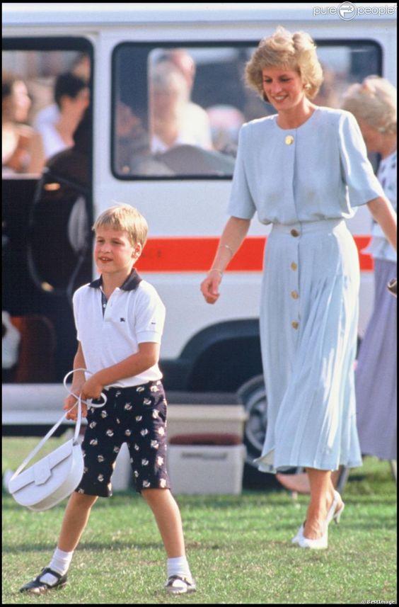 La princesse Diana avec le prince William à un match de polo le 23 juillet 1989.