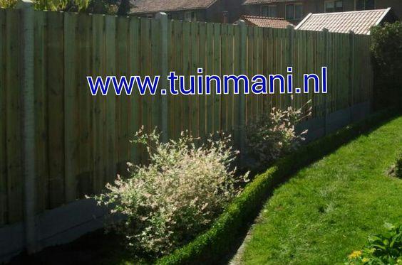 Dubbele onderplaten, zonder afdeklatten. Schutting - erfafscheiding geplaatst door #tuinmani @tuinmani www.tuinmani.nl