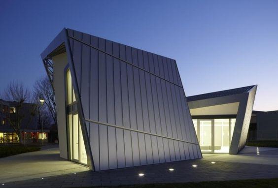 Architekten Haus mit einheitlicher Metall-Fassadengestaltung