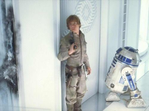 Luke Skywalker & R2-D2 in SW 5: The Empire Strikes Back