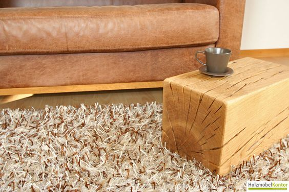 Holzblock Eiche. Einrichten mit Holz - in massiver Ausführung. Mit Rissen und Ästen.