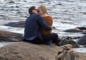A fila anda: Taylor Swift e Tom Hiddleston são flagrados aos beijos na praia