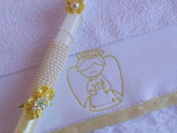 KIT Vela Batizado + Toalha Lavabo (28 cm x 48 cm)    Composto por:  01 toalha tamanho lavabo (28 cm x 48 cm) Bordado anjinho na cor Amarelo  01 Vela Decorada Batizado - Decoração Amarela 27cm de comprimento por 2 cm de largura).    Vela e toalha seguem embaladas separadamente em embalagem de teci...