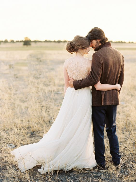 We're in fine art heaven today as we showcase the third part in a series of Elements Inspired wedding ideas here on Wedding Sparrow. All photographed at the recent Erich McVey Workshop alongside a ...
