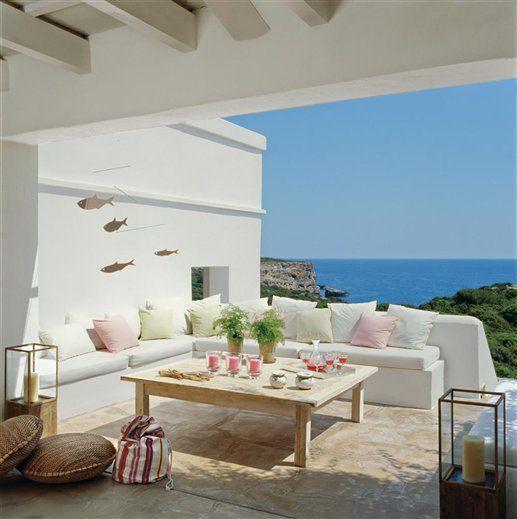 Porche en blanco con vistas al mar menorquín · ElMueble.com · Casa sana
