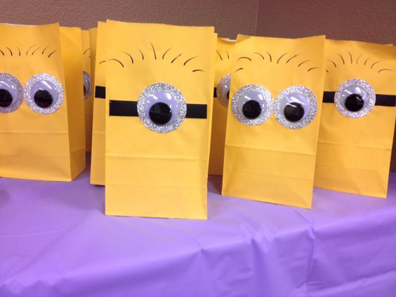 Despicable me Minion gift bags. Perfect party favors for kids' birthday party!!