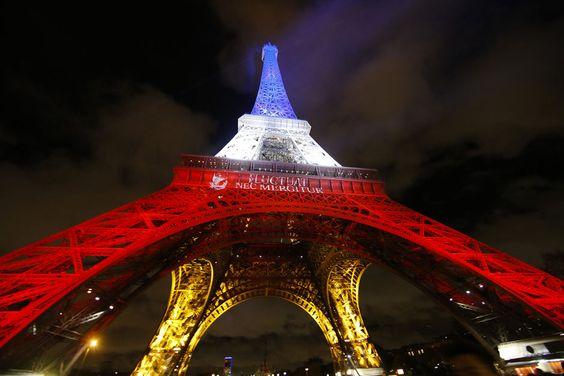 La Tour Eiffel en bleu-blanc-rouge.