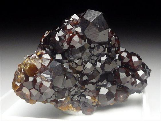 灰鉄石榴石