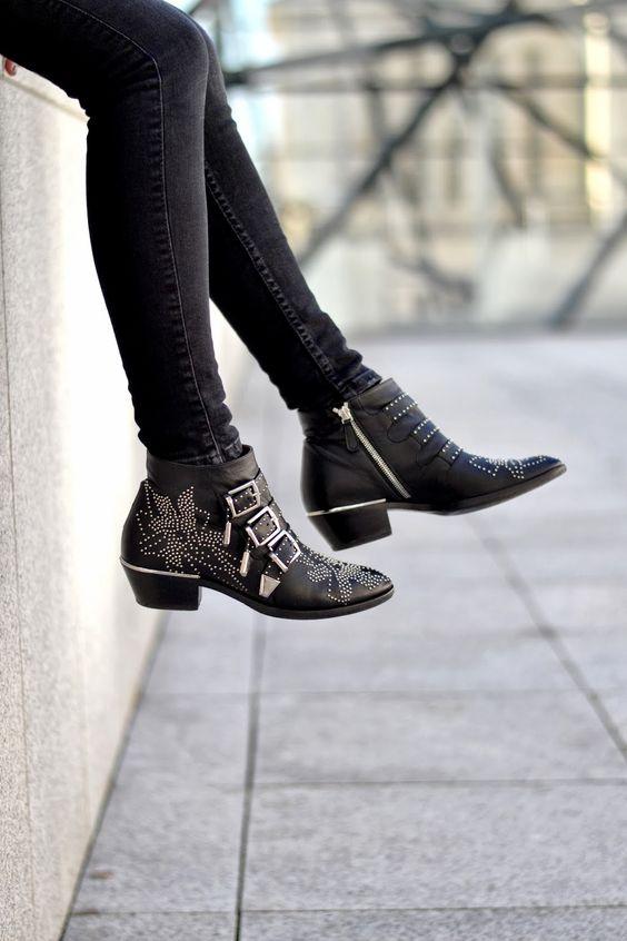 Peerless Closet wearing Chloé's Susanna boots