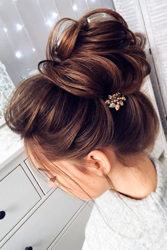 Easy And Pretty Top Knot Hairstyles Hairstyles Medium Hair Styles Long Hair Styles Medium Length Hair Styles