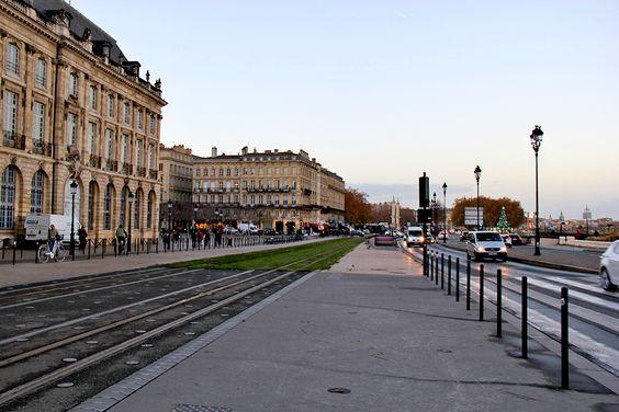 Остановка трамвая возле площади Биржи