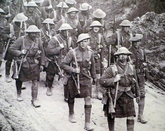 Gordon Highlanders march to/from the front