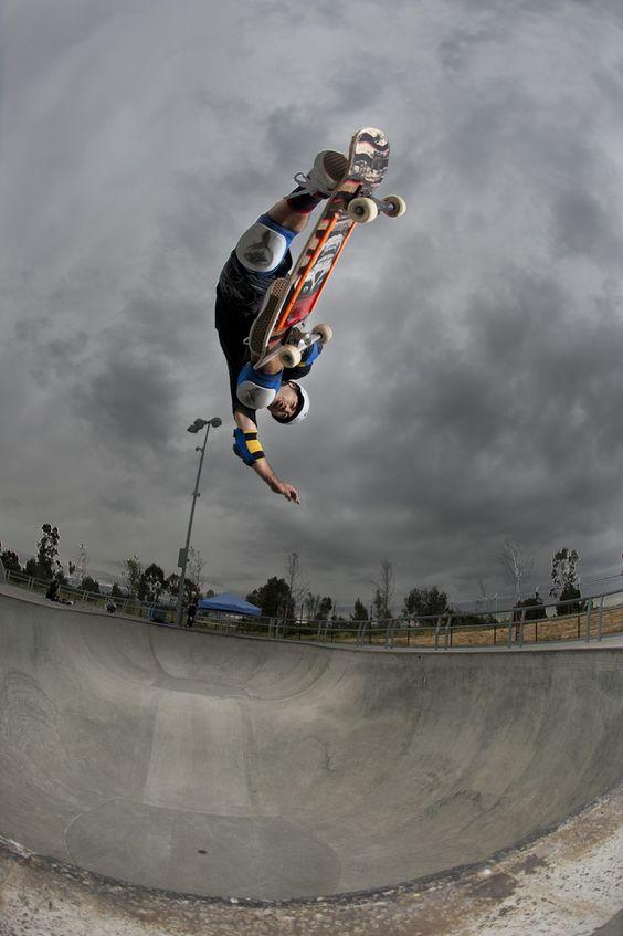 上下逆転したスケートボード