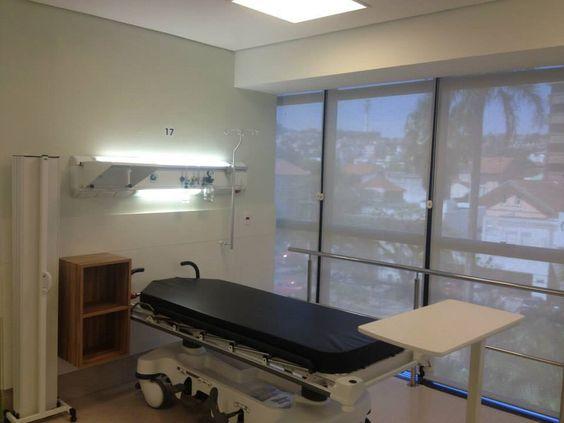 hospital . sala de recuperação intensiva . iluminação natural . leito