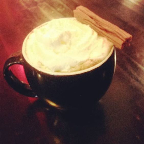 Butterscotch hot chocolate from central perk with @shangrilathom #butterscotch #butterscotchhotchocolate #hotchocolates #hotchocolate #hotdrink #centralperk #cafe #chester #cheshire #chocolate #whippedcream #flake #friends #notevenafriendsfan