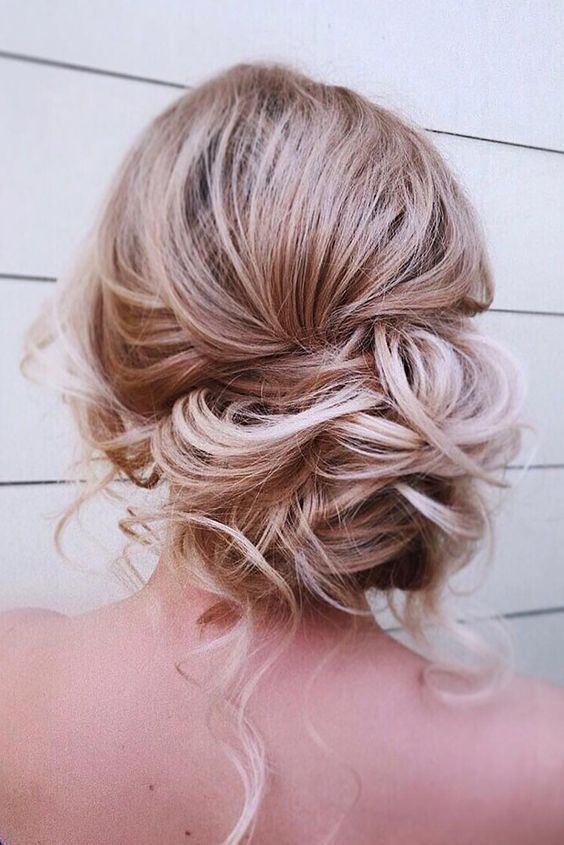 25 Romantic And Chic Wedding Shower Hairstyles Chic Hairstyle Hairstyles Romantic Shower Wed Mother Of The Bride Hair Bride Hairstyles Medium Hair Styles
