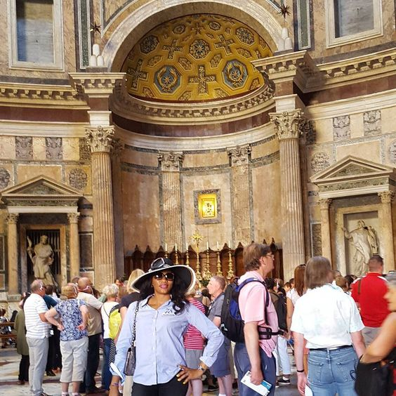 The lovely Altar in the Pantheon #Rome #myRome #Pantheon #graduationwaka #fun #instapose #instapic #instaphoto by larita_d_star