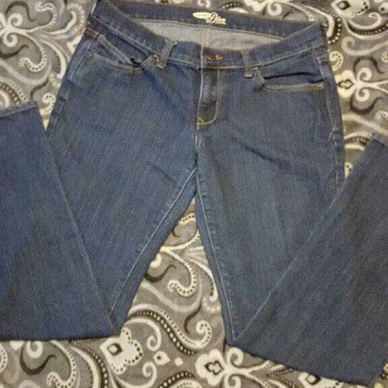 Old Navy jeans Old Navy jeans! Like new!! Fits perfect on the thighs and seat! No wear and tear perfect condition! Old Navy Jeans Boot Cut