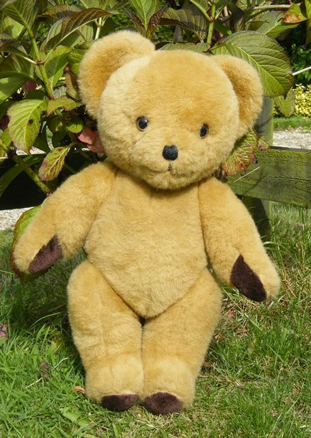 'Nellie' vintage Nylena bear