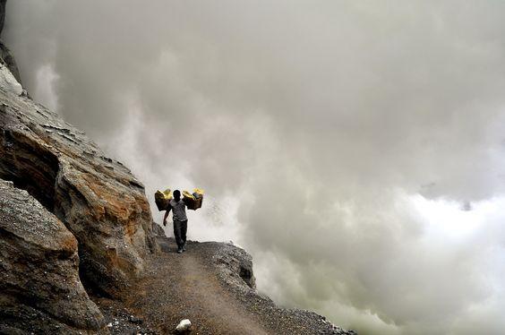 Sulfur mines in Indonesia - photo by Darisman