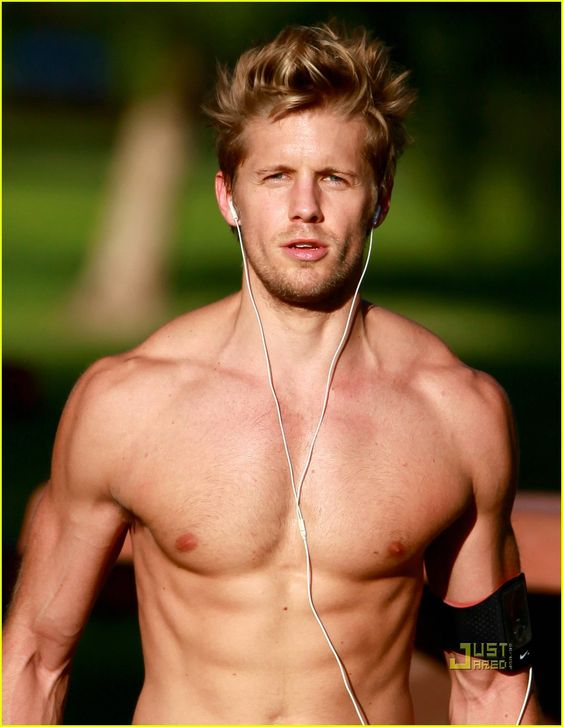 Matt barr (derek from one tree hill ) haha he suuuure doesn't scare me in this photo! ;)