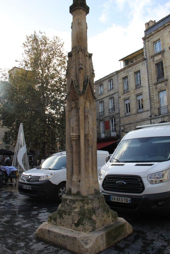 Монумент на площади