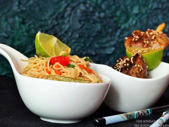 The Sunday Cook - Die Sonntagsköchin: Asiatischer Nudelsalat und gegrillte Fleischspieße mit Honig und Limettensaft