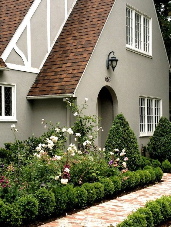 46 Exterior Paint Colors For House With Brown Roof - Matchness.com