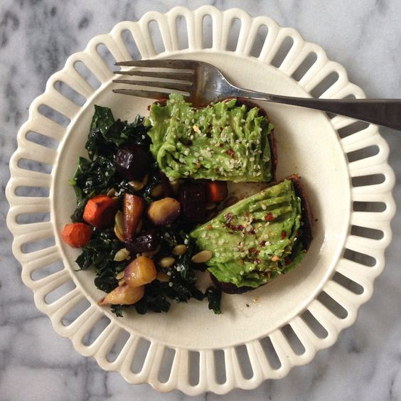 Spicy Avocado Toast #breakfast #easy #quick http://greatist.com/eat/insanely-easy-blogger-breakfasts