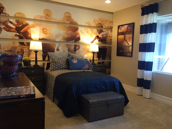 Football boy rooms and football themed rooms on pinterest for Football themed bedroom ideas