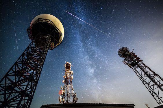 Três Perseidas e a Via Láctea em Llucmajor, na Espanha. Foto: Andrés Nieto Porras