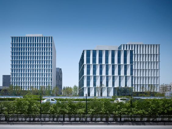 http://www.german-architects.com/de/gmp/Projekte-3/3Cubes_Buerogebaeudekomplex_im_Bueropark_Caohejing-50798