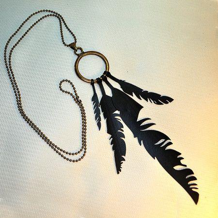 Colar Sonhos by Rust Miner- Penas corte a laser - câmaras de ar. #upcycle, inner tube. feather, necklace, pendant