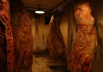 Chain saw bathrooms decor and haunted houses on pinterest for Haunted bathroom ideas
