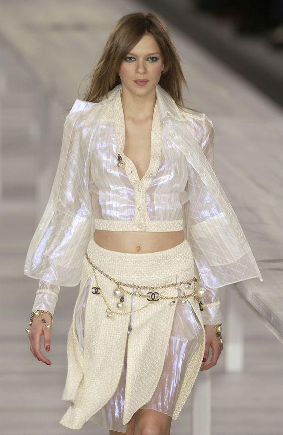 http://www.livingly.com/runway/Chanel/Paris Fashion Week Spring 2004/tTp3EWLfo5e