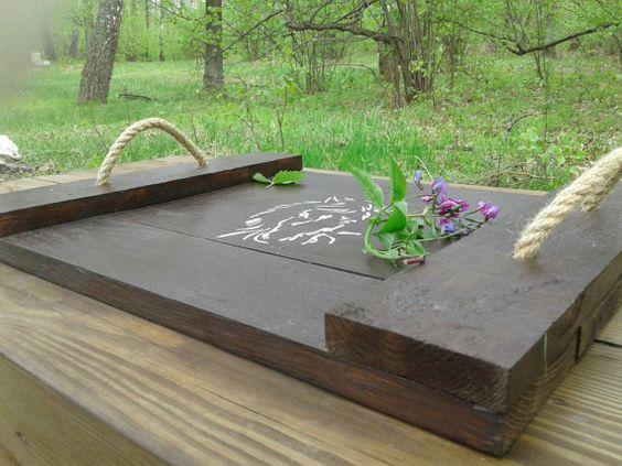 """Bandeja de madera, bandeja otomana, madera recuperada, madera reciclada, muebles de paleta, paleta de madera, """"Buenos días mi amor!"""""""