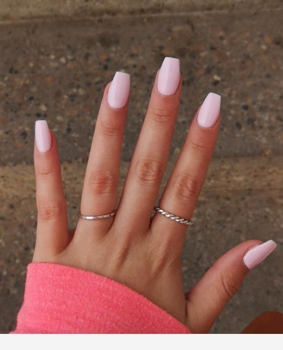 Ringe Und Hellrosa Farbe Fur Die Nagel Acrylnagel Hair Make Up And So On Light Pink Acrylic Nails Pink Gel Nails Acrylic Nails Coffin Short