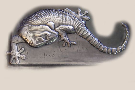 realistic pewter gecko created by Mary Ann Lingenfelder for a wildlife photographer's photo album. www.mimmic.co.za