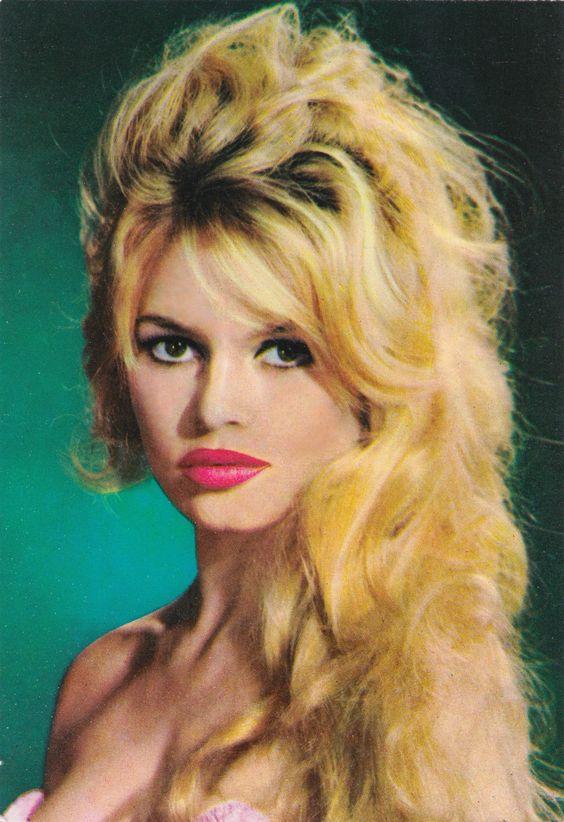 Brigitte Bardot vintage European postcard (minkshmink)
