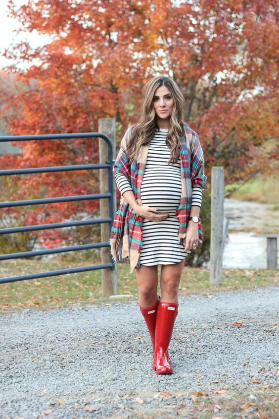 Fall outfit must haves include the perfect red rainboots and plaid blanket scarves! Love this fall maternity fashion look.