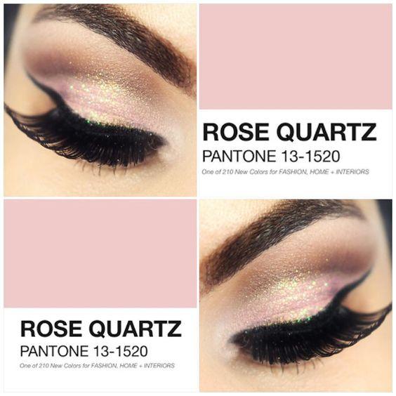 """""""Viram que a Pantone definiu a cor do verão de 2016? É a Rose Quartz! Achei fofa  E essa make vocês já encontra no canal…"""":"""