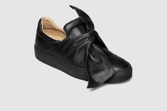 Dê um toque feminino ao seu look casual com o sneaker Miss Julia. Um modelo repleto de detalhes, ao qual não irá resistir!