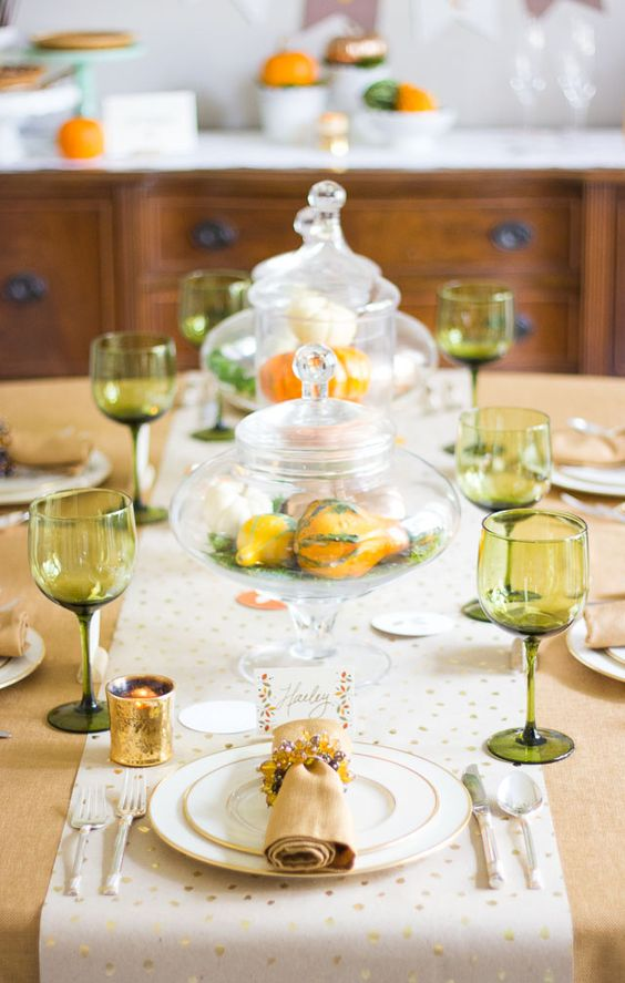 Thanksgiving dinner decorating ideas with minted