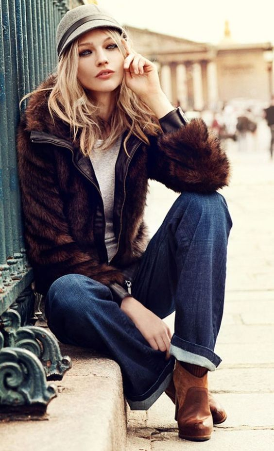 Perfect fall layers. Great color combining. Comfortable, chic, and feminine.