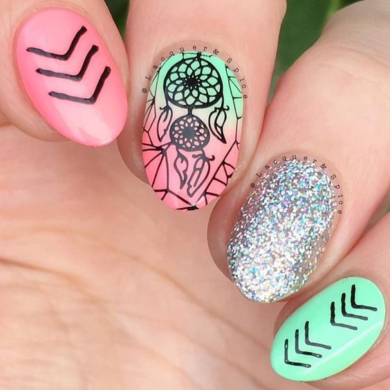 Who is heading to Coachella Weekend ✌️? We love these music festival nails by @lacquerandspice she used •Holo-Day Lights• on her accent nail ✨